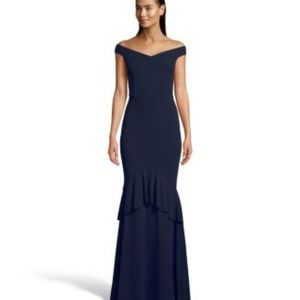 Betsy & Adam Off-The-Shoulder Gown Night Size 8